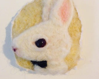 White rabbit  felt brooch/rabbit brooch/rabbit pin/rabbit accessories/rabbit art/ needle felt rabbit