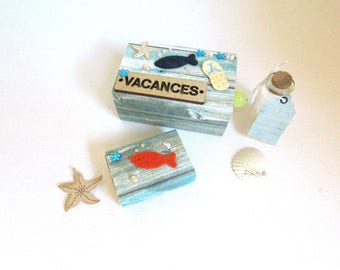 """""""memories of the sea"""" decorated cardboard box with flask for sand"""