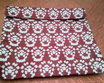 PPR - 029 - pocket with flap in wax (20 cm * 18 cm)