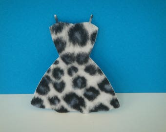 Cutting pad spotted fur black and white dress