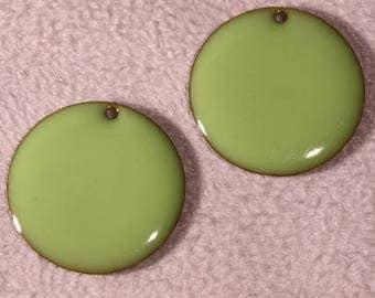 4 sequins émailles light green round brass 20mm