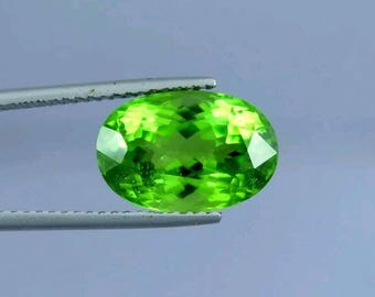 Mint Green 8.10 Carats Peridot Oval Cut Beautiful Natrual Gem Stone From Suppat Mine Pakistan