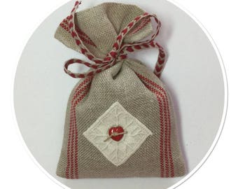 LAVENDER SACHET IN LINEN WITH VINTAGE EMBROIDERY APPLIED