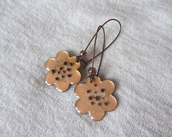 Bright, flowers beige enameled copper Golden hooks sleepers coppery iridescent small glass bead
