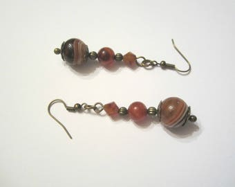 Earrings consisted of zoned agate and carnelian stones