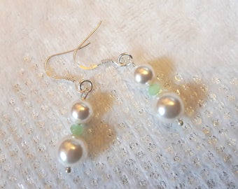 Earrings with pearls white pearls and Crystal beads.. .swarovski