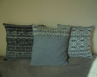 Cover for pillow 40cm square gray and ivory printed Rooster foot and ethnic bi-material.
