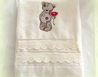 Kids towel embroidered vintage bear