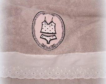 Towel embroidered taupe polka dot set