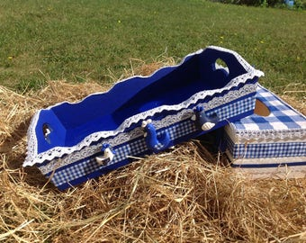Hens and pine cones... tray blue white gingham