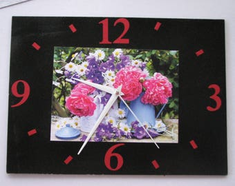 Clock / wall clock in Slate: bouquet of flowers