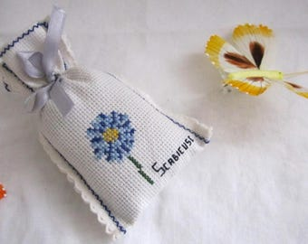 model scabieuse Lavender bag