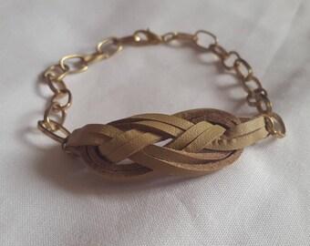 Beige chain sailor knot bracelet gold