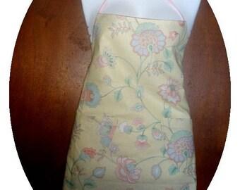 Two apron pockets front H:65 L:69 cm cm