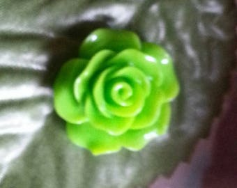 cabochon resin green rose-shaped 18 ~ 20x9mm