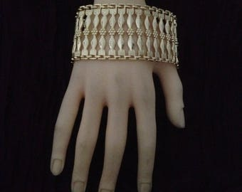 Wide bracelet plated gold