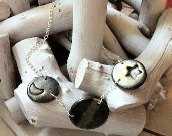 Short necklace head also three pendants