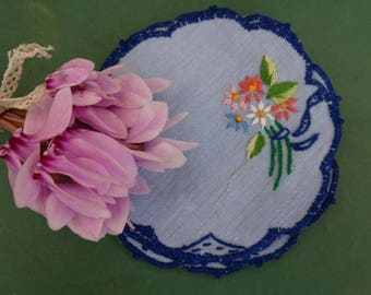 Set of 8 vintage doilies hand
