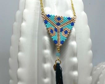 Blue and turquoise beads woven necklace