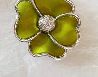 1 Pearl 4 flower petals, green/silver Epoxy 55 x 47 MM