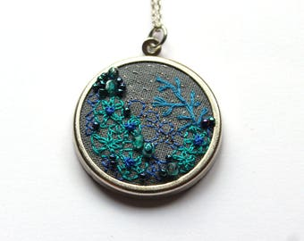 Emerald embroidered coral reef necklace