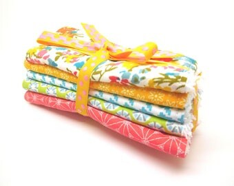 5 large baby wipes or cleansing graphic and floral style