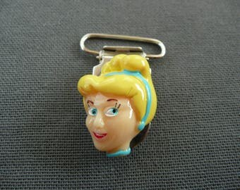 1 clip with strap, tie pacifier & cuddly, Alligator Clip: Cinderella head