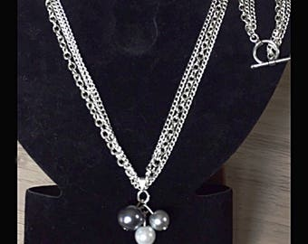 Triple necklace chains and glass beads