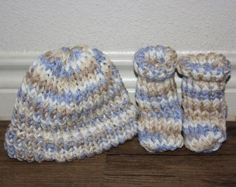 New born booties and hat