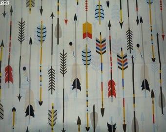 Fabric C837 large arrows coupon 50x50cm