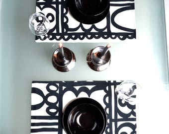 White and black cotton placemats