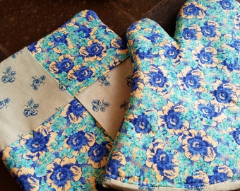 Floral Print Blue Oven Mitt Hot Pad Set
