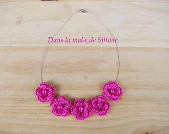the Choker necklace with pink fuchsia flowers crochet and Pearl glass beads