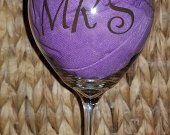 Custom wine glasses for weddings and wedding party gifts .