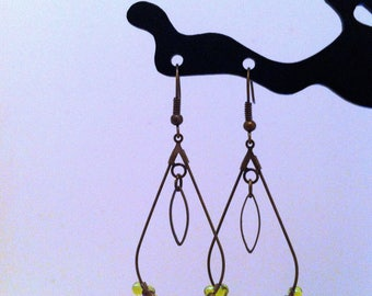 Earrings drops with green beads shapes