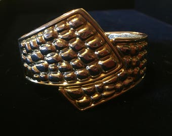 Vintage GOLD tone 1970s hinged clamper cuff bracelet