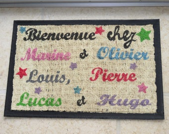 "Doormat personalized ""welcome home!"" with names of family members and stars, multicoloured, mat for entrance"