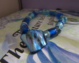 Blue Mother of Pearl Bracelet and Necklace Set (Two Pieces)