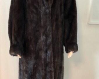 Gorgeous dark  brown female  mink  fur coat size large /  manteau de fourrure  vision brun foncé  grandeur  large