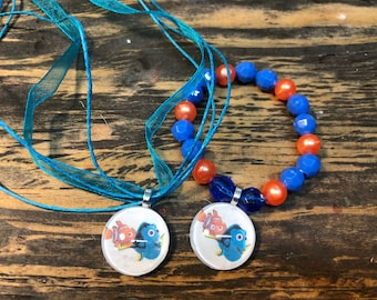 Finding nemo party favors.Finding Dory party favors.Nemo bead bracelet.Dory bead bracelet.Nemo necklace.Dory necklace.