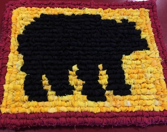 Black Bear Locker Hooking Table Mat / Trivet / Hot Pad