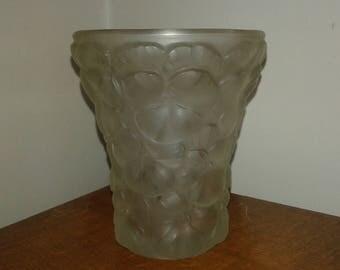Gorgeous antique Art Deco glass vase decor thoughts