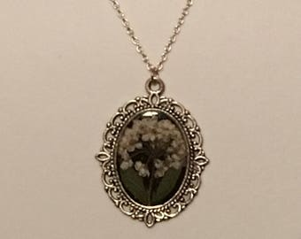 Cameo style resin floral necklace