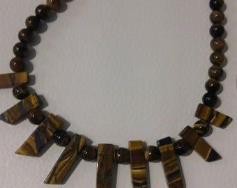 Por women necklace. Tiger eye.