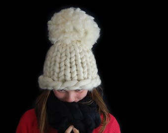 Hat in soft merino wool giant hand-crafted. Product Italy