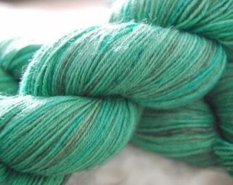 Dog Beach // variegated-speckled yarn // fingering yarn// 75-25 wool blend yarn// indie-dyed yarn// sock yarn shop// ocean// aquamarine yarn