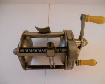 VINTAGE 1950's - 1960's Pflueger Reel
