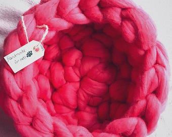 Woolen pet bedding. Merino Wool Cat bed. Pet Bedding. Pet cave.