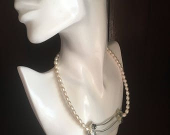 Necklace with freshwater pearls type choker