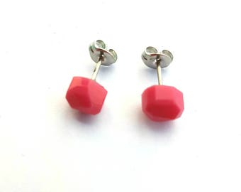 Pink fasceted stud earrings
